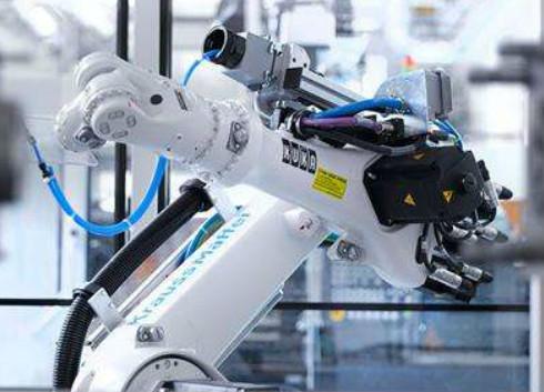 严控高端产业低端化 工信部拟提高工业机器人准入门槛