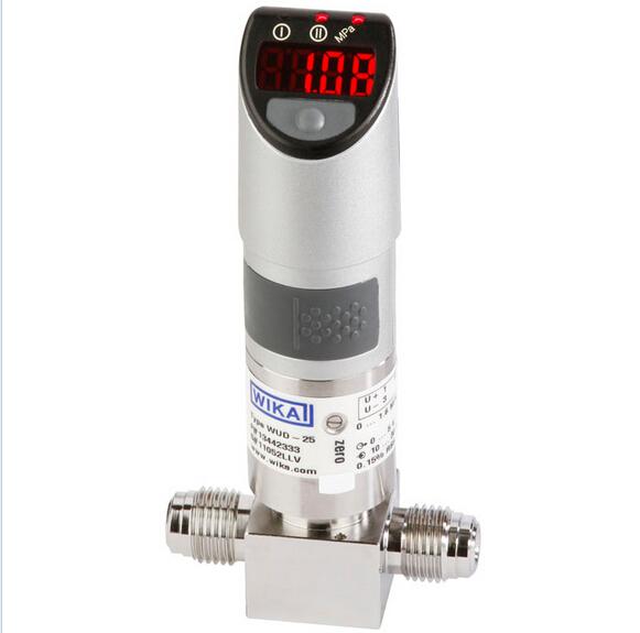 可靠 WUD-2x系列超高纯度传感器将先进的传感器理念与模拟输出信号相结合,能够为当前市场需求提供最安全、最精确的压力测量。 基于真正真空基准的压力测量技术,加上带干扰屏蔽及噪音消除的电子测量技术,确保了高精度压力测量以及优异的长期稳定性。 主动温度补偿可降低温度变化对传感器的影响,即使在温度变化很大的应用中仍然能够安全使用,如气体膨胀时的焦耳汤姆逊效应。 WUD-25管道式及WUD-26表面安装传感器 采用特别设计,可承受安装带来的扭曲应力。特殊的薄膜设计可消除过程连接或焊接接缝处的负载造成的传感器失效